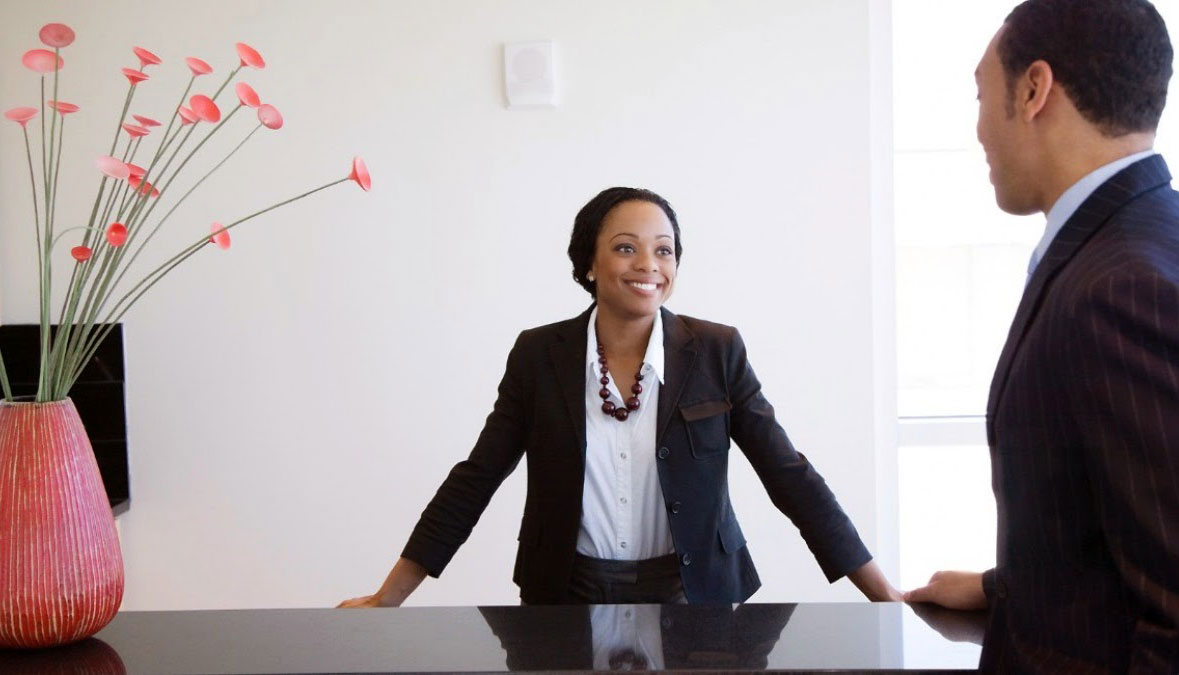 how-to-hire-the-right-receptionist